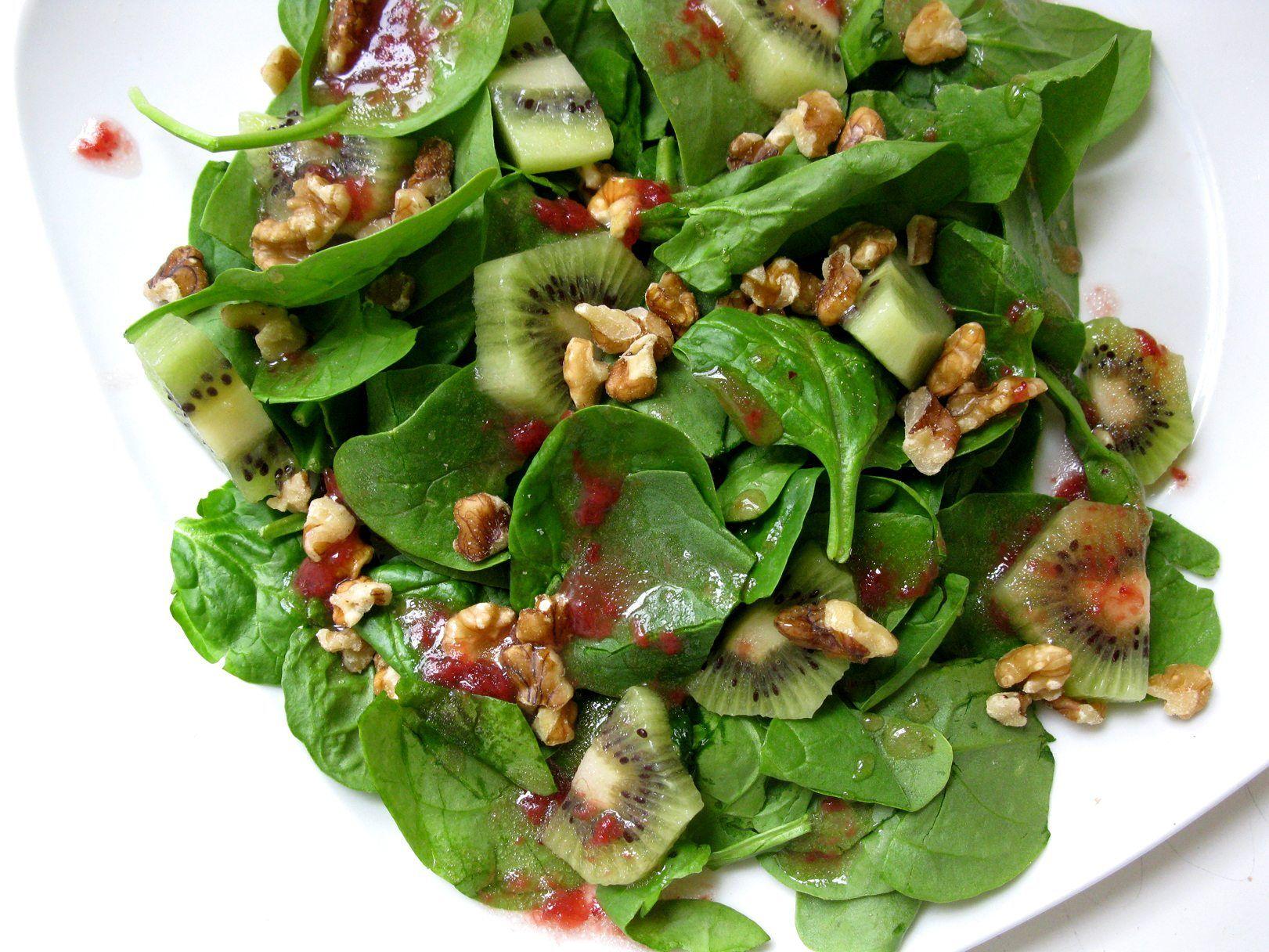 ensalada fresas kiwi espinacas