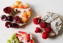Tostadas con fruta para picar