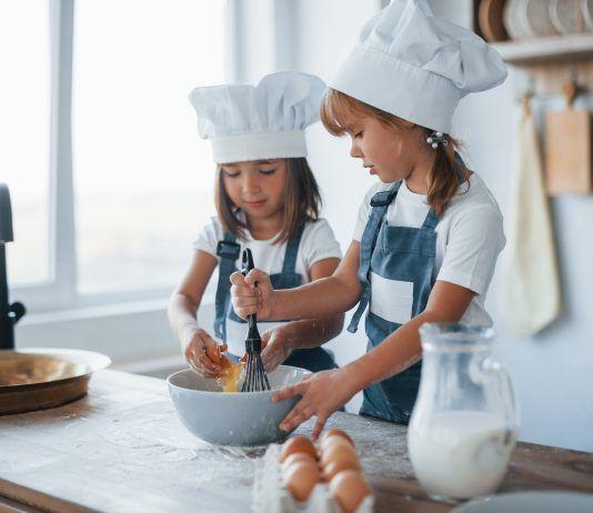 Niñas cocinando