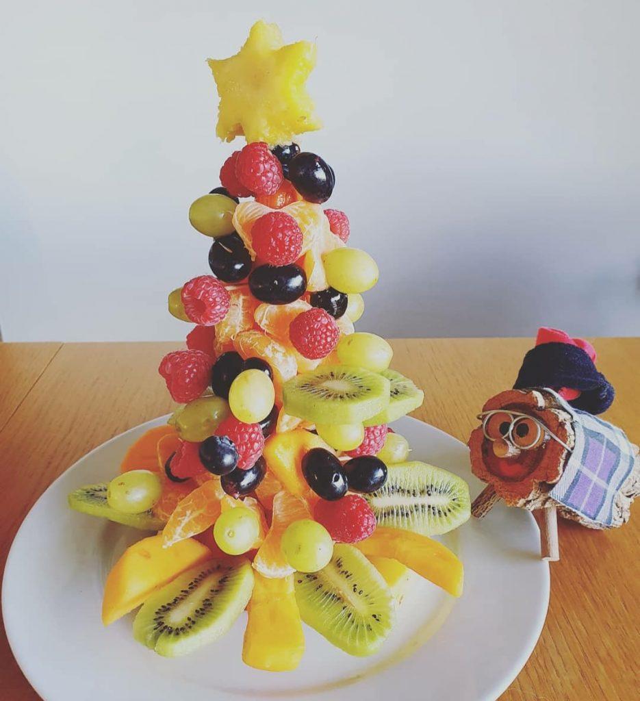 Árbol de navidad a base de frutas