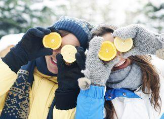 Chico y chica en invierno
